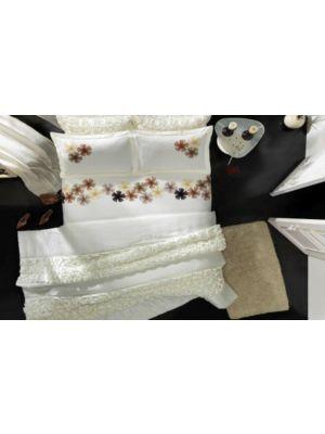 طقم سرير جوا  مطرز بالورود  مقاس  كبير  صناعة تركية  وديزين  عصرى  مميز  100% قطن  عالى الجودة
