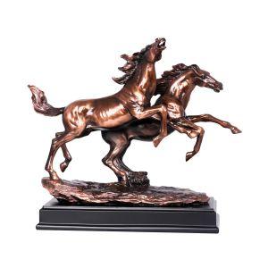 مجسم حصانين ريزن  على  قاعده خشبيه ارتفاع 33 سم
